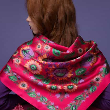 "фотография Square scarf ""Passionate embrace"" #2"